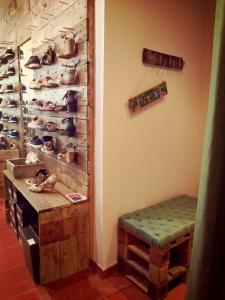 Dentro da loja Sapato Verde em Lisboa