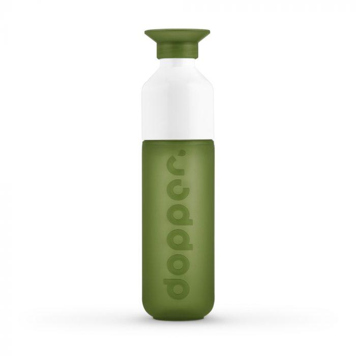 A garrafa Dopper tem capacidade para 450ml e tem a opção de ser uma garrafa ou uma garrafa com copo. Nenhuma garrafa Dopper tem BPA.