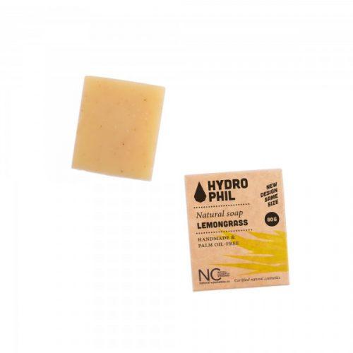 Este sabonete natural não contém óleo de palma, é biodegradável e adequado para o rosto, corpo e cabelo! Disponível nos aromas: lavanda e erva-príncipe.
