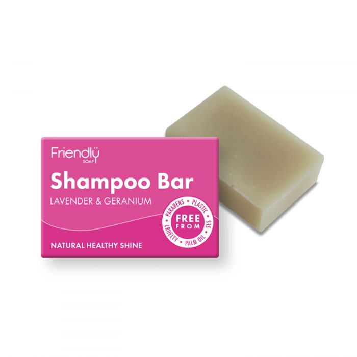 Champô em barra de Alfazema e Gerânio. Feito com óleo de rícinio rico em vitamina E. Esta barra de longa duração é ideal para todos os tipos de cabelo.