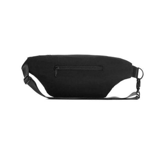 A bolsa atlas é perfeita para levar os seus itens pessoais. É uma bolsa resistente à água, funcional e feita a partir de plástico reciclado.