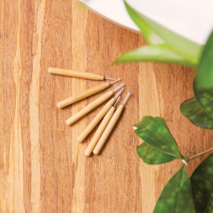 Escovilhão interdentário de bambu sustentável - tamanhos diferentes - nylon sem BPA e cabo de bambu.