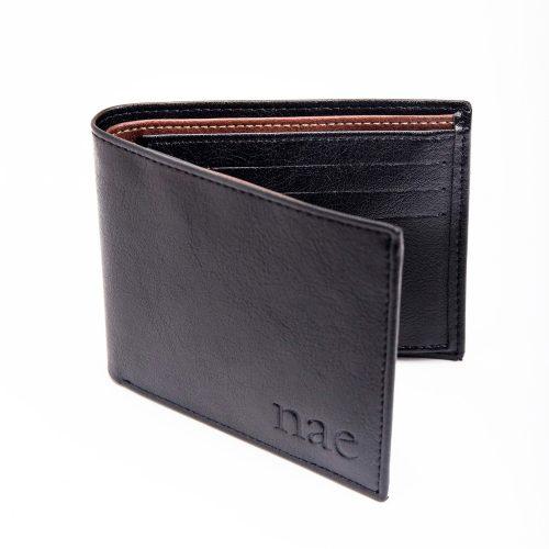 A carteira Moscow é feita de couro vegan de alta qualidade: um material sustentável, duradouro, resistente à água e sem crueldade animal.