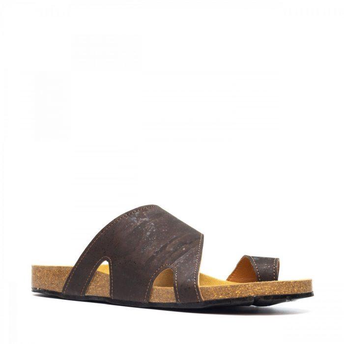 As sandálias DAROS CORK, são sandálias unissexo com tira de dedo em cortiça natural, um material amigo do ambiente.