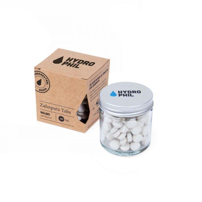 As pastilhas dentífricas com flúor proporcionam um sabor fresco a sálvia e muito agradável. Cuidando dos seus dentes e gengivas de forma natural.
