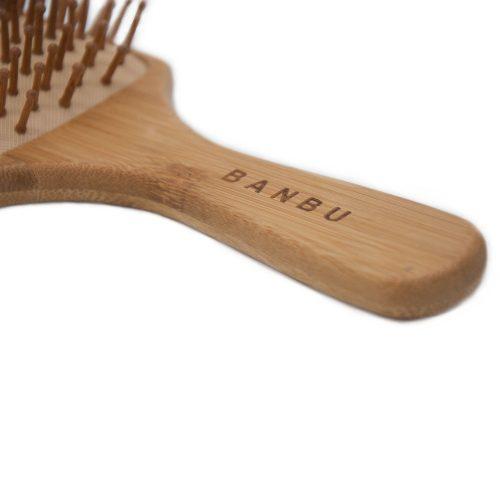 Escova para cabelo quadrada em bambu e e borracha natural