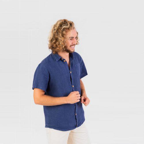 Camisa em linho feita em Portugal.
