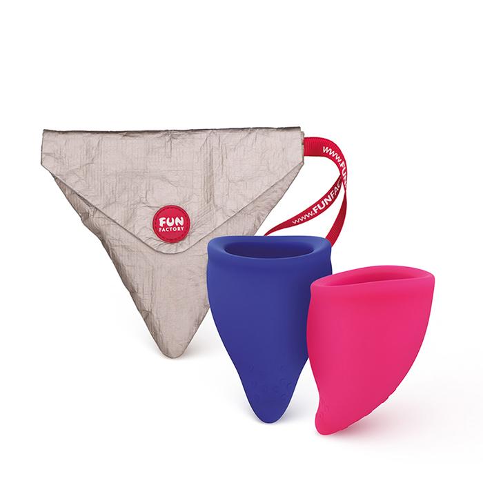 Pack de 2 copos menstruais desenhados com uma forma anatomicamente mais correta para maior conforto.