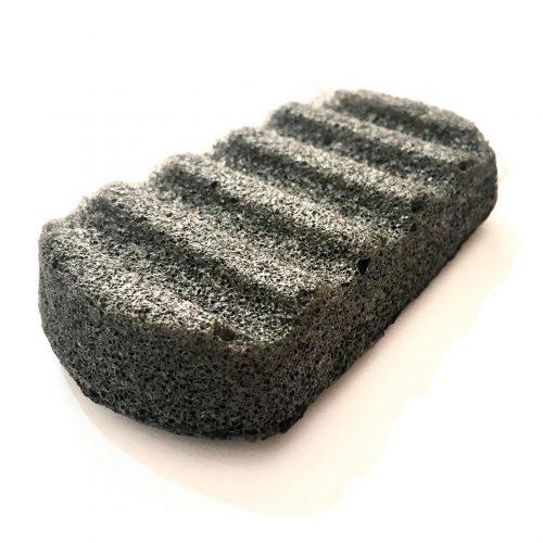 A esponja konjac é feita a partir das raízes da planta konjac que, além de uma limpeza suave e profunda, são umaalternativa às esponjas de plástico.
