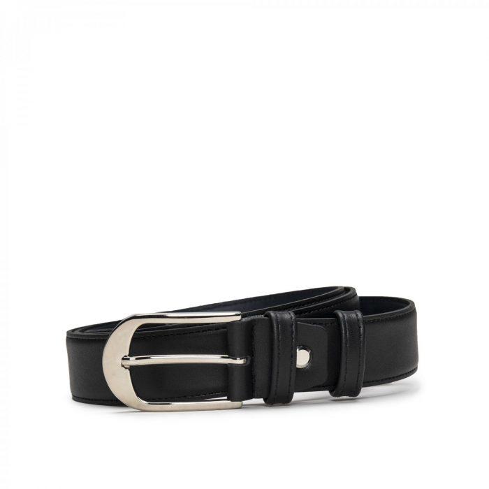 Cinto para senhora com fivela prateada sem níquel. Este cinto elegante e moderno é perfeito para utilizar em todas as ocasiões.
