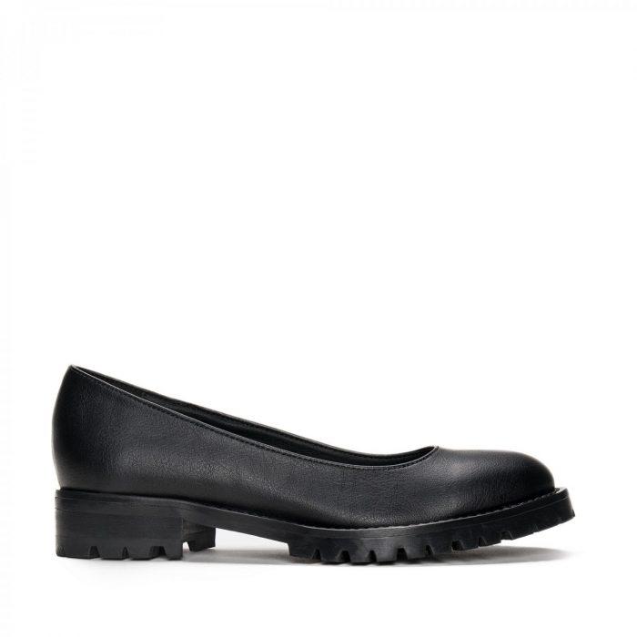 As Lili Micro são um sapato vegan estilo sabrina feito com microfibra eco-friendly. Feito à mão em Portugal em condições justas de trabalho.