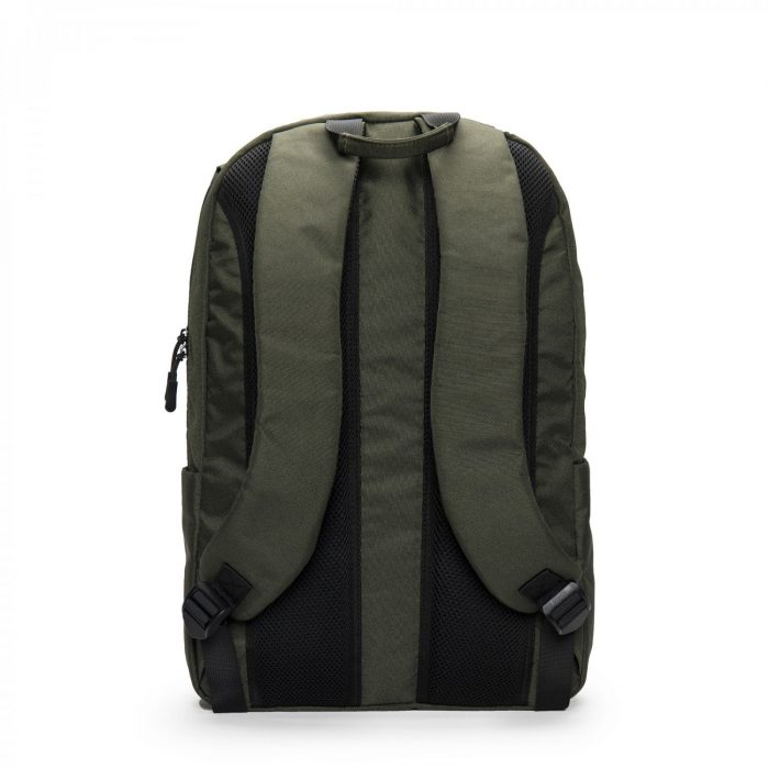 Oslo é uma mochila vegan em PET reciclado, resistente à água com um compartimento específico para portátil. Feito à mão em Portugal.