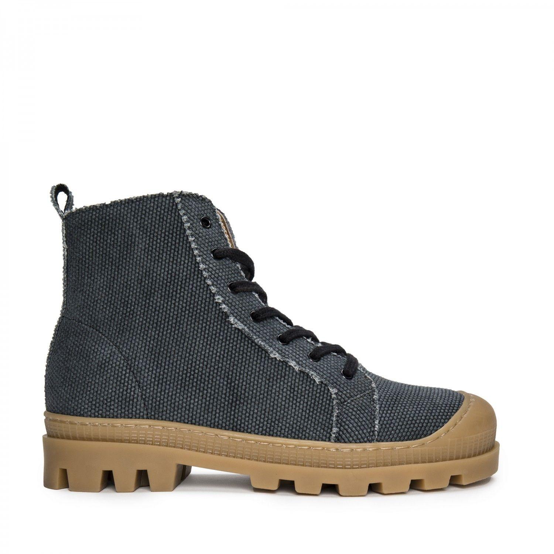 As botas Noah são feitas em algodão orgânico preto fabricado de forma sustentável.
