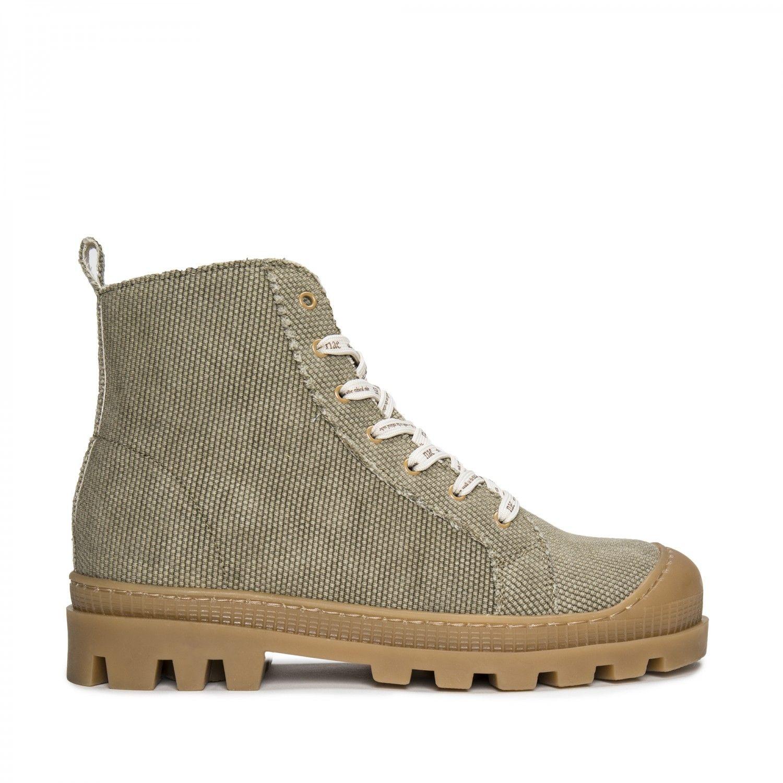 As botas Noah são feitas em algodão orgânico verde fabricado de forma sustentável.