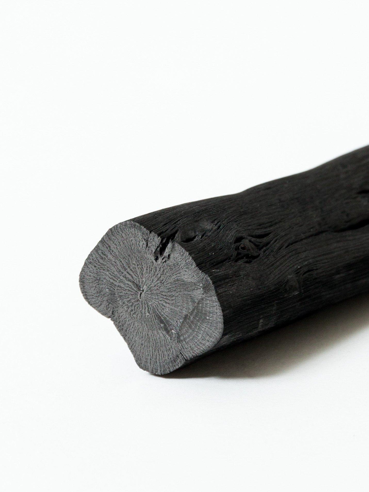 Este filtro de carvão binchotan incorpora uma mola de aço inoxidável que garante que o filtro de carvão se mantém no lugar.