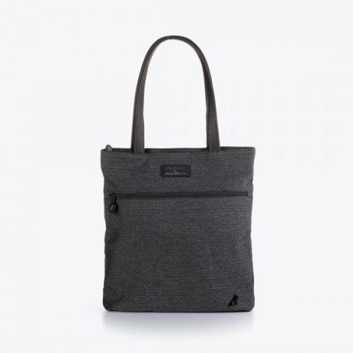 Uma mala tote extremamente prática e essencial para o dia a dia que será uma companhia preciosa para o dia todo. Poliéster ecológico de alta qualidade.