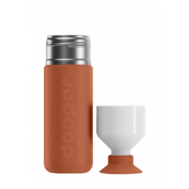 A garrafa DopperTérmica é uma poderosa aliada no combate à poluição do plástico e mantém a sua bebida quente ou fria.