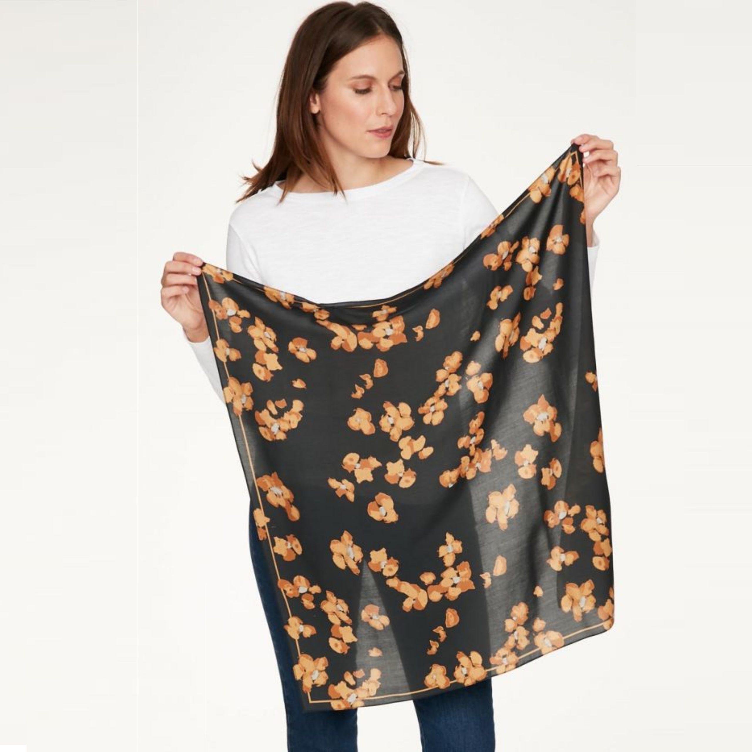 O lenço da Thought é feito em tencel - um tecido sustentável, funcional e muito confortável!