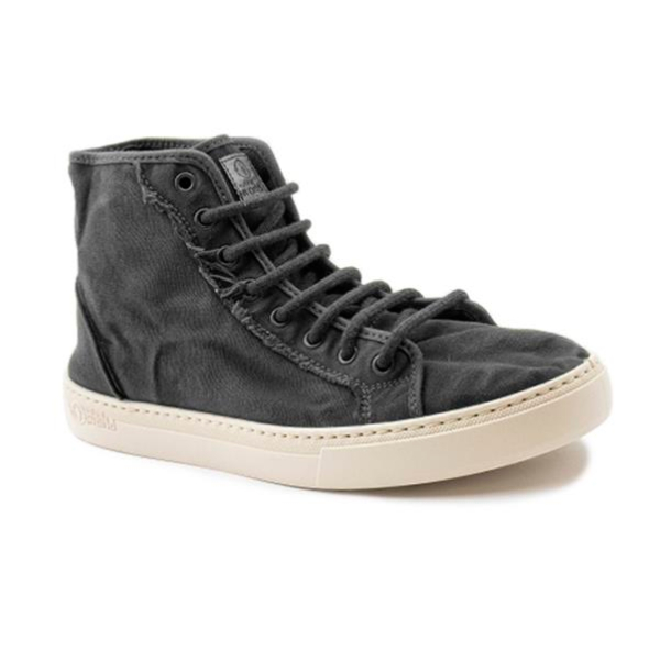 Este modelo de bota, em cor negro, foi fabricado em Espanha e com materiais ecológicos que respeitam o meio ambiente. Calçado vegan.