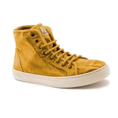 Este modelo de bota, em cor cuero, foi fabricado em Espanha e com materiais ecológicos que respeitam o meio ambiente. Calçado vegan.