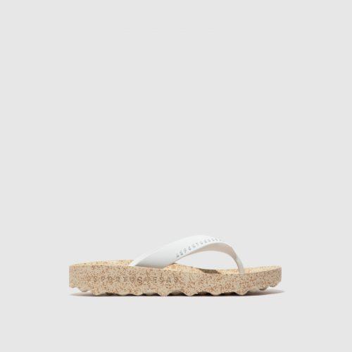 Os chinelos feel, em branco, são uns chinelos femininos feito em borracha natural e cortiça. Naturais, versáteis e sustentáveis!