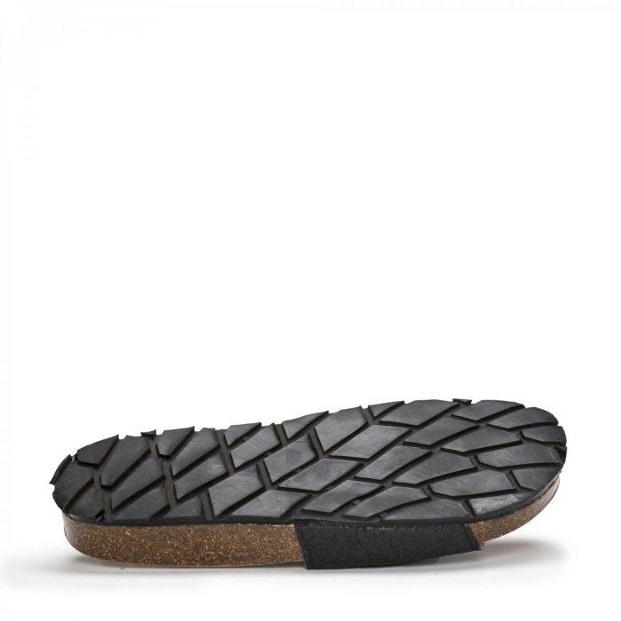 O modelo BAY BLACK são sandálias unissexo em piñatex, um material inovador e ecológico feito a partir do desperdício de folhas do ananás.