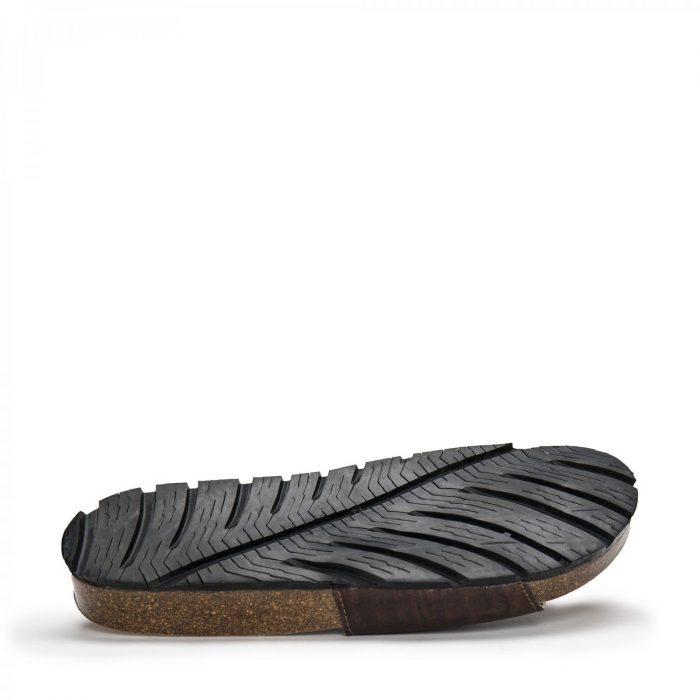 O modelo BAY CORK são sandálias unissexo em cortiça, um material natural e sustentável.Feito à mão em Portugal.