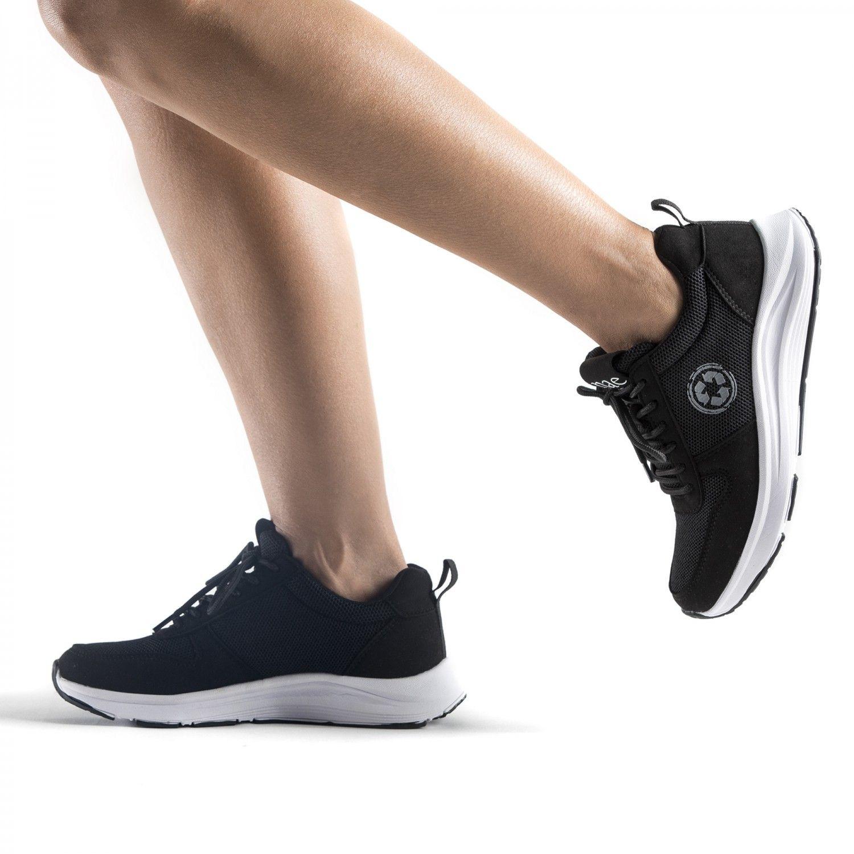 Os ténis de corrida Jordan feitos em PET reciclado. Perfeitos para correr ou atividades ao ar livre. Feito à mão em Portugal.