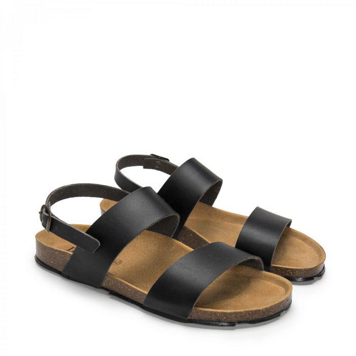 O modelo Zander Black são sandálias unissexo em microfibra certificada, um material ecológico feito num ambiente sem emissões de CO2.