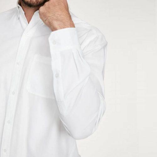 A camisa Quinn é uma mistura de algodão orgânico e modal, o que torna esta camisa super macia e respirável.
