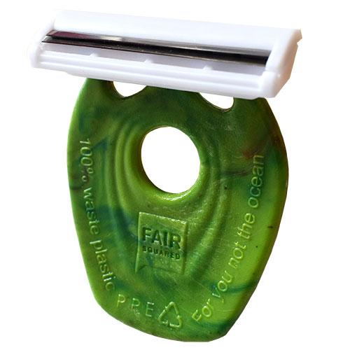 As eco lâminas de barbear ou depilar são feitas com cabo de plástico 100% reciclado. O plástico é recuperado do mar no Sri Lanka.