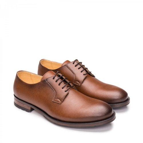 Mikel Brown é uma sapato vegano estilo Blucher, feito em couro vegan. Cuidadosamente fabricado em Portugal.