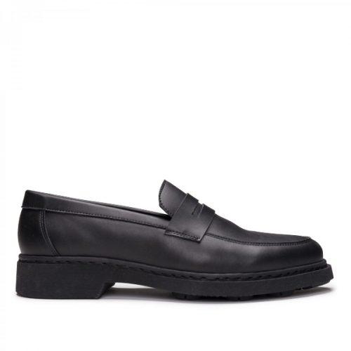 Sebas Black é uma sapato mocassim estilo Penny Loafer, feito em couro vegan. Cuidadosamente fabricado em Portugal.