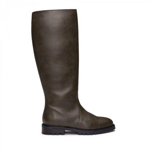 As Tabita Micro são umas botas vegan minimalistas de cano alto, feitas em couro vegan. Cuidadosamente fabricado em Portugal.